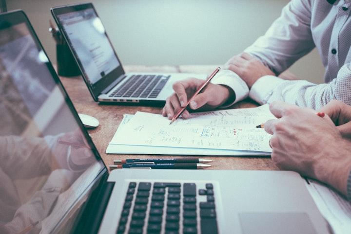 Main Differences Between Fiverr, Upwork & Freelancer.com for outsourcing.